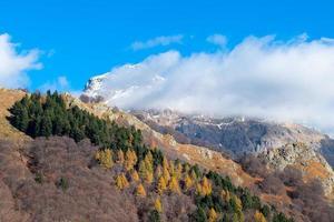 Alpes italianos cerca del valle de Bérgamo brembana, pizzo dei tre lords foto