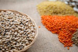legumbres vegetarianas saludables alimentos crudos foto