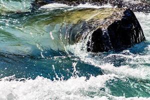arroyo de cataratas. parque nacional yoho. columbia británica, canadá. foto