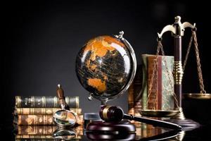 concepto de ley y justicia, despacho de abogados o artículos judiciales foto