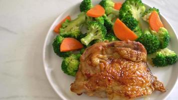 bife de frango teriyaki frito com vegetais video