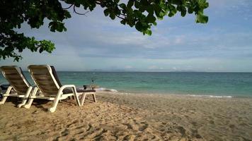 belle plage tropicale à koh larn à pattaya, thaïlande video