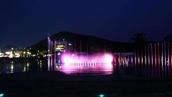 Spectacle de danse de fontaine en accéléré à dadaepo dans la ville de busan, corée du sud video