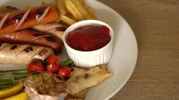Grillwurst mit Gemüse video