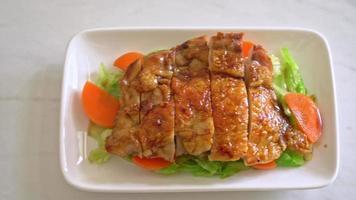 frango teriyaki frito com repolho - comida japonesa teppanyaki video