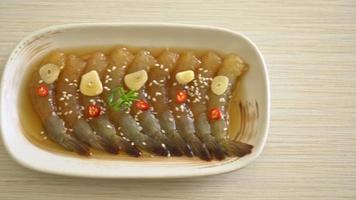 crevettes marinées ou crevettes en sauce - style coréen video