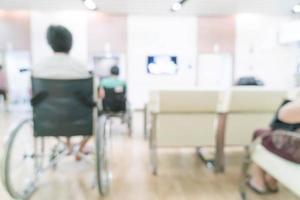 Paciente de fondo borroso esperando ver al médico. foto