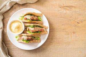 sándwich de atún casero foto