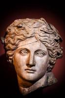 estatua de cara de mármol griego antiguo foto
