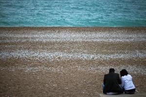 la playa y el concepto de vacaciones de los amantes de la pareja. foto