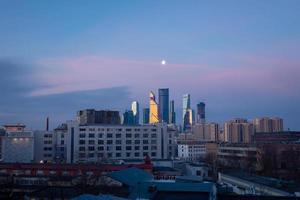 paisaje urbano de moscú al amanecer foto