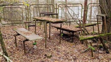 Pripyat, Chernobyl, Ucrania, 22 de noviembre de 2020 - Parque infantil abandonado en Chernobyl foto