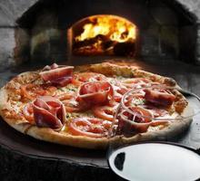 pizza y vino foto