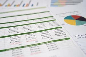 papel de tabla de hoja de cálculo para negocios en la oficina. foto