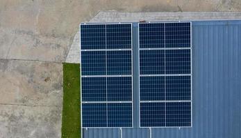 células solares en el techo, ahorra energía foto