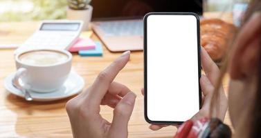 imagen de maqueta teléfono celular de pantalla blanca en blanco foto