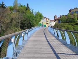 Puente zuin sobre el río sangone en beinasco foto