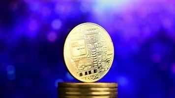 bitcoin avec un fond futuriste bleu video