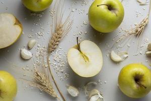 Flat lay apples garlic arrangement photo