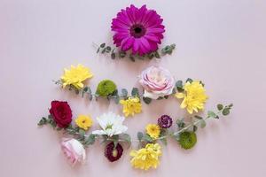 composición de flores preciosas laicas planas foto