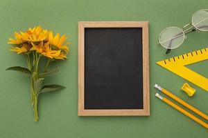 el arreglo de elementos del día del maestro. foto