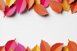 arreglo de hojas de otoño con espacio de copia foto