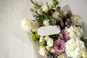 el ramo de flores con nota foto