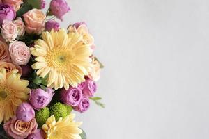 el hermoso ramo de flores naturales foto
