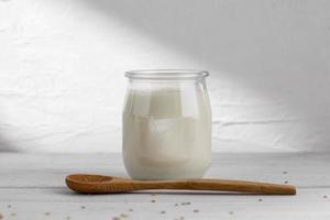 la deliciosa cuchara de madera de yogur foto