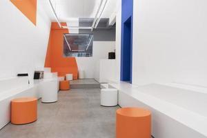cafetería moderna con diseño contemporáneo foto
