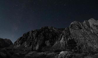 montañas del parque nacional sierra cerca de mammoth lake, california foto