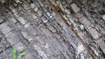 texture de roche en couches brutes, gros plan de pierre video