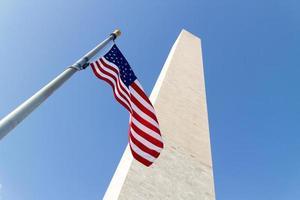 Monumento a Washington en un día soleado. foto