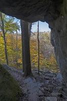saliendo al otoño por un sendero aislado foto