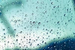 gotas de lluvia en la ventana foto