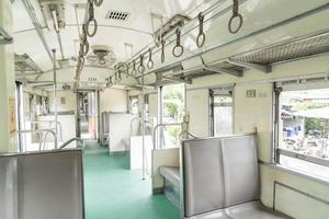 dentro de un vagón de tren de un siglo de antigüedad foto