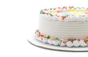 tarta de cumpleaños feliz sobre fondo blanco foto