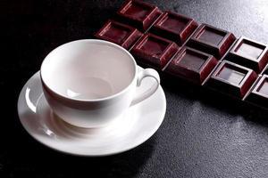 cocinar café fresco y fragante por la mañana para comenzar el día con alegría foto