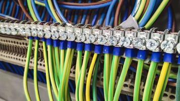 conexiones de cableado dentro del panel eléctrico video