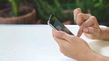 Using a smart phone to search for information online on the internet video