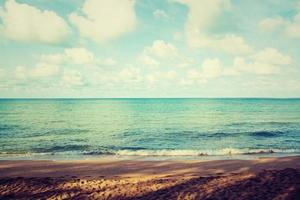hermosa playa y mar tropical foto