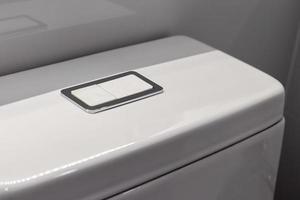 prensa manual y descarga en el baño. foto