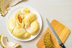 durian maduro y fresco, piel de durian foto