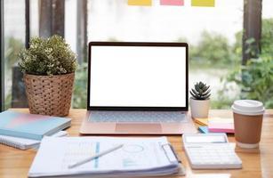 maqueta espacio de copia portátil de pantalla en blanco foto