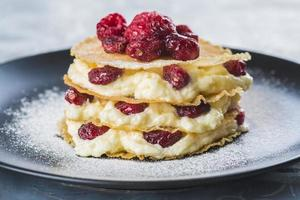 Mille-feuilles with cream and cramberries photo
