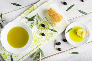 aceite de oliva virgen extra con pan foto