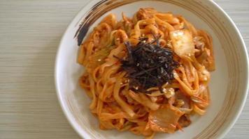 nouilles ramen udon sautées avec kimchi et porc video