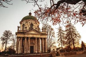 iglesia católica romana barroca de st. joseph en pidhirtsi foto