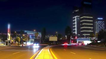 Atasco de tráfico en la carretera de la gente que viaja a casa en la hora punta video