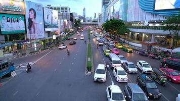 El área de la plaza Siam en la ciudad de Bangkok, Tailandia video